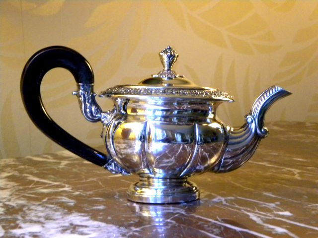 Vintage silver plated tea pot. Click on photo for more details.